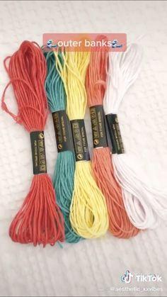 String Bracelet Patterns, Diy Bracelets Patterns, Yarn Bracelets, Bracelet Crafts, Diy Friendship Bracelets Tutorial, Diy Friendship Bracelets Patterns, Bracelet Tutorial, Homemade Bracelets, Diy Bracelets Easy