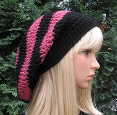 Big Slouch Baggy Hat, Crochet Hat in Black and Country Rose, Winter and Spring Fashion Accessories Hat Crochet, Knitted Hats, Slouch Hats, Fall Winter Outfits, Winter Hats, Yarn Needle, Crochet Patterns, Crochet Ideas, Country Rose