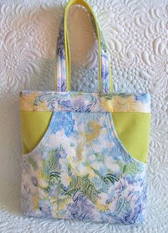 Bag patterns for two spacious bags with deep front pockets. Bonus: templates for a very large bag; mini size included too.