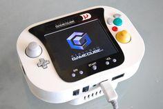 Handheld Nintendo GameCube / 나는 게임기랑 장난감이 아직도 너무너무 좋다.