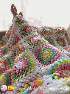 How To Crochet Flower Granny Square Baby Blanket - TheYarnAddicts Sunburst Granny Square, Flower Granny Square, Granny Square Crochet Pattern, Granny Squares, Easy Crochet Blanket, Crochet Blanket Patterns, Knitted Blankets, Crochet Baby, Afghan Crochet