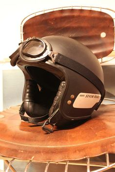Chevignon Cafe Racer helmet. Vintage Rare, natural leather cushions, matt black. For sale: info@vestigio.com