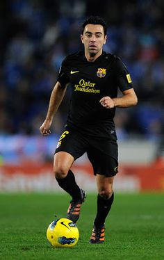 Xavi Hernandez one of the best Spanish & FC Barcelona player. Check it out here Xavi's biography & new images-photos. Xavi Hernandez, Fc Barcelona Players, Real Madrid Players, Football Soccer, Football Players, Fifa, Adidas Predator, Soccer World, New Image