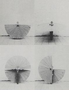 efedra: Mechanischer Körperfächer, 1972 by Rebecca Horn Art Costume, Costumes, Dance Like No One Is Watching, Art Plastique, Installation Art, Art Inspo, Wearable Art, Horns, Photo Art