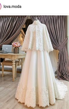 Malay Wedding Dress, Muslim Wedding Gown, Muslimah Wedding Dress, Muslim Dress, Dream Wedding Dresses, Bridal Dresses, Hijab Dress Party, Hijab Style, Indian Bridal Outfits