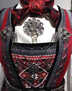 Rukkastakk med bringeklut #husflidenhallingdal Going Out Of Business, My Heritage, Folklore, Norway, Costumes, Embroidery, Clothes, Fashion, Outfits