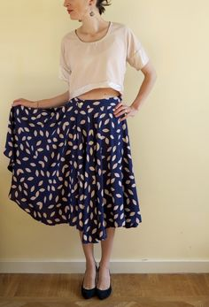 A beautiful mix of a cropped Concert Tee with a billowy Circle Skirt by Stitch & Cappuccino! #sewing #dixiediy #byhandlondon