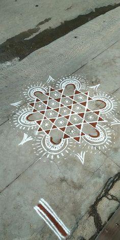 Rangoli Designs Flower, Rangoli Designs Diwali, Flower Rangoli, Beautiful Rangoli Designs, Kolam Designs, Simple Rangoli, Free Hand Rangoli Design, Small Rangoli Design, Alpona Design