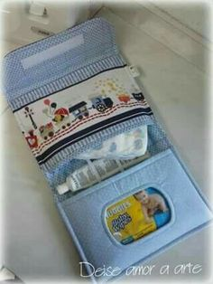 Diaper bags -- like purses and Baby Sewing Projects, Sewing For Kids, Sewing Crafts, Diaper Clutch, Diaper Bags, Nappy Wallet, Baby Sheets, Kit Bebe, Baby Box