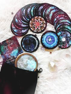Awesome circle deck of Tarot cards Wiccan, Witchcraft, Love Psychic, Oracle Tarot, Oracle Deck, Spirited Art, Tarot Card Decks, Witch Aesthetic, Tarot Spreads