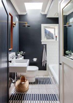 salle de bain deco graphic mix and match bleu toilette wc marin décoration blog deco clem around the corner décoration intérieure tendance #salledebain #sdb #bathroom #baignoire #bath #vasque #lavabo #decographic #mixandmatch #bleu #blue #toilette #wc #toilet #marin #décoration #blogdeco #decoration #Intérieur #interior #interiordesign #homedesign #hometendance #homedecor #bathtrend #homesweethome