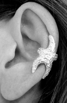 Starfish ear cuff, no piercing needed. Reminds me of the little talking starfish from Aquamarine! Looks Cool, Looks Style, Mode Pin Up, Jewelry Box, Jewelry Accessories, Jewlery, Cuff Jewelry, Cuff Earrings, Etsy Jewelry