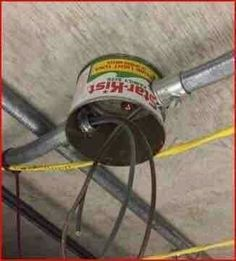Don't kiss that electrician just yet. Stupid People, Funny People, Construction Humor, Electrician Humor, Safety Fail, Redneck Humor, Electrical Safety, Electrical Engineering, You Had One Job