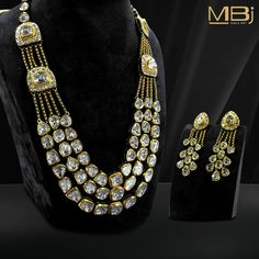 Polki Necklace set with Earrings Get the best collection from India, In Polki and kundan jewellery Indian Jewelry Sets, Royal Jewelry, India Jewelry, Gold Jewelry, Gold Bangles, Jewelry Bracelets, Latest Jewellery Trends, Jewelry Trends, Wedding Jewelry