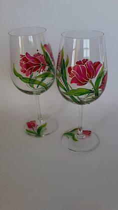 Painted Wine Bottles, Hand Painted Wine Glasses, Unique Wine Glasses, Decorated Wine Glasses, Stained Glass Paint, Stained Glass Flowers, How To Paint Glass, Wine Painting, Painting On Glass Bottles