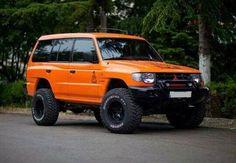 How many of you like this lovely car..? #Mitsubishi #PajeroSports car