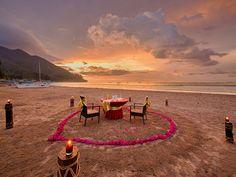 Sabang Beach - dining al fresco in front of Sheridan Beach Resort and Spa