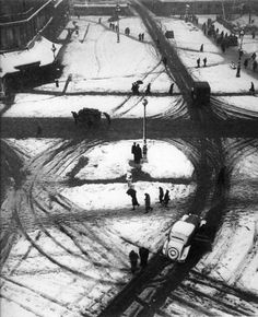 Robert Doisneau Carrefour Saint Germain, Paris1945