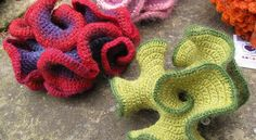 [Free Pattern] I Really Like This Hyperbolic Plane Pattern - Knit And Crochet. Art Au Crochet, Quick Crochet, Crochet Geek, Freeform Crochet, Knit Crochet, Crochet Leaf Patterns, Crochet Leaves, Crochet Flowers, Crochet Stitches