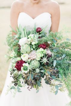 Photography : Taylor Rae Photography   Photography : Stephanie Kopf Photography   Photography : Rachel Wells Photography Read More on SMP: http://www.stylemepretty.com/south-carolina-weddings/charleston/2015/05/07/let-love-grow-wedding-inspiration/