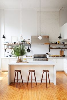 23 Pinterest-Perfect Kitchens You Need to See Loft Kitchen, Apartment Kitchen, Home Decor Kitchen, Kitchen Ideas, Kitchen Inspiration, Country Kitchen, Kitchen Interior, White Apartment, Open Kitchen