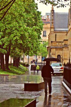 Paseo con lluvia por Burdeos, Francia