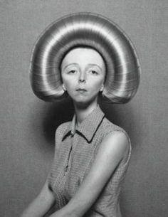 Really Weird Bizarre Retro Vintage Bad Hair Day, Big Hair, Crazy Hair, Vintage Photography, White Photography, Eerie Photography, Foto Portrait, Mode Editorials, Bizarre