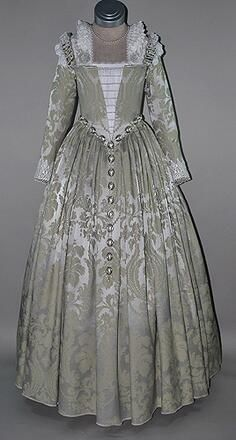 16th Century Venetian Noble gown. https://www.facebook.com/media/set/?set=a.10151525674784028.1073741826.335841904027&type=3 … Many more featured in my Tudor Fashions Album!