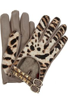 Coloured & Pattern Gloves are a BIG fashion item in 2012 Valentino Leather and calf hair gloves NET-A-PORTER.COM - StyleSays (for Allison) Fashion Art, Big Fashion, Winter Fashion, Luxury Fashion, From Dusk Till Down, Boutique Accessoires, Animal Print Fashion, Animal Prints, Leopard Prints
