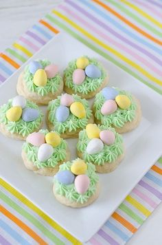 You can't have Easter without chocolate eggs, right? These Easter Nest Sugar Cookies freshen up any day with their green frosting. After the kids come back from their Easter egg hunt, treat them to even more fun surprises! (via Seeded at the Table) Easter Cupcakes, Easter Cookies, Easter Treats, Flower Cupcakes, Christmas Cupcakes, Summer Cookies, Baby Cookies, Flower Cookies, Heart Cookies