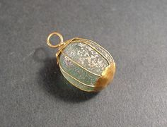 Glass and gold Roman pendant, 2 B.C. to 1 A.D.