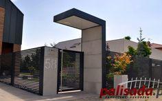 aluminiowy model ogrodzenia Fence Gate Design, Main Gate Design, Gates And Railings, Modern House Facades, Boundary Walls, Porche, Modern Farmhouse Exterior, Entrance Gates, Facade House