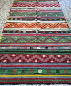 vintage #anatolian #kilim munahome Kilims, Fabric Decor, Ikat, Bohemian Rug, Hand Weaving, Quilts, Rugs, Pattern, Vintage
