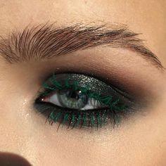 Eye Makeup Tips – How To Apply Eyeliner – Makeup Design Ideas Black Eye Makeup, Makeup For Green Eyes, Eye Makeup Tips, Smokey Eye Makeup, Eyebrow Makeup, Makeup Goals, Makeup Inspo, Makeup Inspiration, Hair Makeup