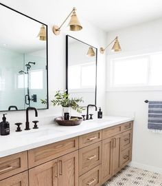 Black Faucets are still trending! Find our which black bathroom faucets are our favorite! Designed by @puresaltinteriors / Photography by: @vlentine