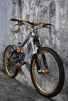 #LL @LUFELIVE #mountainbiking #MTB Please follow us @ http://www.pinterest.com/wocycling/