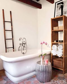 Celebrity Bathrooms: Martyn Lawrence Bullard/loving the bathtub