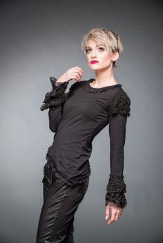 Schwarzes Shirt mit Spitze an Armen und Saum