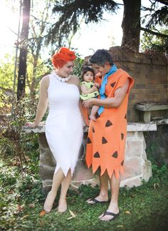 We're not from Bedrock, but with yards of fleece and some clay, we look like a modern stone age family! Check out these crafty DIY Flintstones Costumes.
