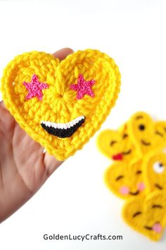 Crochet Star Eyes Emoji, heart shaped Emoji, crochet applique, free pattern, Valentine's Day gift idea, decoration, embellishment Crochet Stars, All Free Crochet, Learn To Crochet, Cute Crochet, Crochet Motif, Hand Crochet, Crochet Appliques, Crochet Thread Size 10, Crochet Hook Sizes
