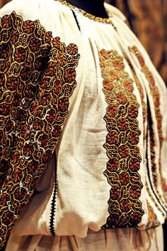 Ia Traditionala Romaneasca Folk Embroidery, Embroidery Patterns, Folk Costume, Costumes, Folk Clothing, Fashion History, Dream Dress, Traditional Outfits, Romania