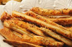 Gyors stangli receptek | femina.hu Romanian Food, Romanian Recipes, Saltine Crackers, Salty Foods, The Turk, Savory Snacks, Eating Well, Bacon, Breakfast