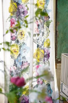 Tricia Guild. The best. KAGADATO selection. **************************************Designers Guild Ghirlanda fabric