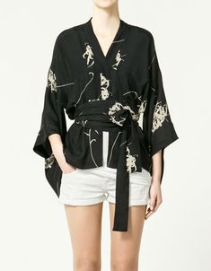 printed kimono- this would be really cute with the shorts and strappy black heels
