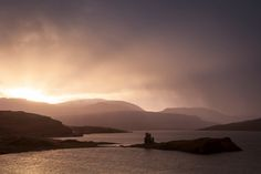 https://flic.kr/p/dysMp8 | Ardvreck castle ii | A spectacular sunrise on loch assynt and a passing rainstorm