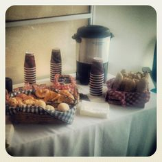 Desayuno-catering para Corporativo Perfect Breakfast, Dessert Bars, Ale, Buffet, Work Meetings, Lunch, Candy Bars, Snacks, Party