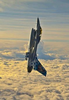 or Viper is the latest variant of the Fighting Falcon fourth generation, multi-role, fighter aircraft manufactured by Lockheed Martin. It was revealed at Singapore Airshow in February Military Jets, Military Weapons, Military Aircraft, Air Fighter, Fighter Jets, Zeppelin, F 16 Falcon, Jet Plane, Nose Art