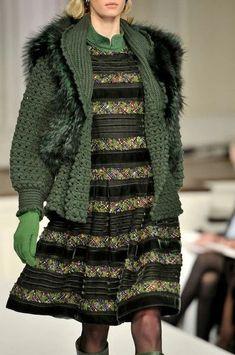 Oscar de la Renta at New York Fashion Week Fall 2011 - Details Runway Photos Knitwear Fashion, Vogue Fashion, Crochet Fashion, Crochet Coat, Crochet Clothes, Pull, Dress To Impress, Winter Fashion, Fashion Outfits