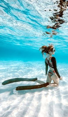 Snorkeling Under Water snorkeling PADI Open Water is the most popular diving training course. Underwater Pictures, Scuba Diving Gear, Cave Diving, Scuba Girl, Delphine, Underwater World, Poses, Underwater Photography, Adventure