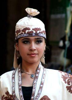uzbek traditional dressed girl
